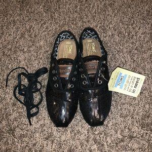TOMS Black Cordones Size 6.5